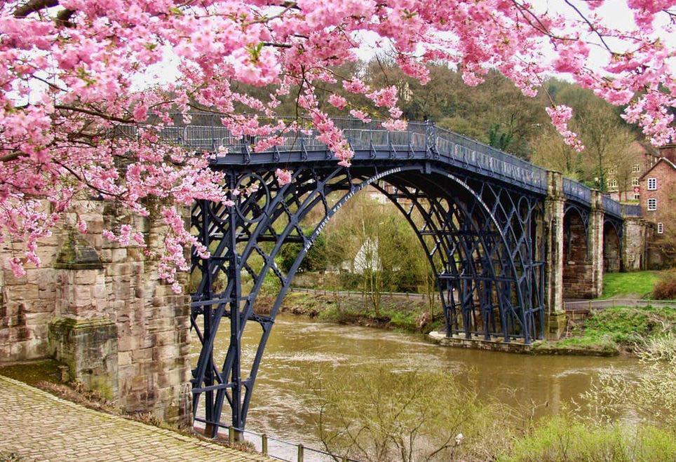 Das Prinzip der Margin of Safety (Sicherheitsmarge) wird auch beim Bau einer Brücke angewendet. Die Brücke ist für höhere Lasten ausgelegt, als man ihr zumuten muss.